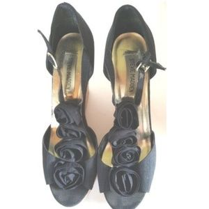 Steve Madden Black Cloth Shoes 4 Roses Heels 8.5